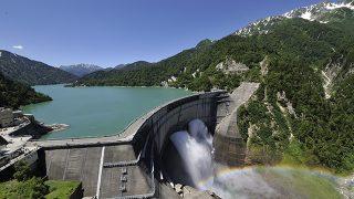 立山黒部アルペンルート「黒部ダム観光放水」