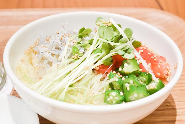 さっぱり味の「夏野菜とシラスの涼麺」