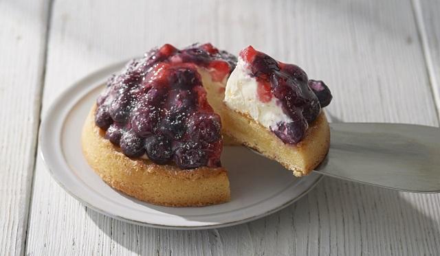 ブルーベリーと苺をたっぷりしきつめた、爽やかな甘さの新作タルト【ルタオ】
