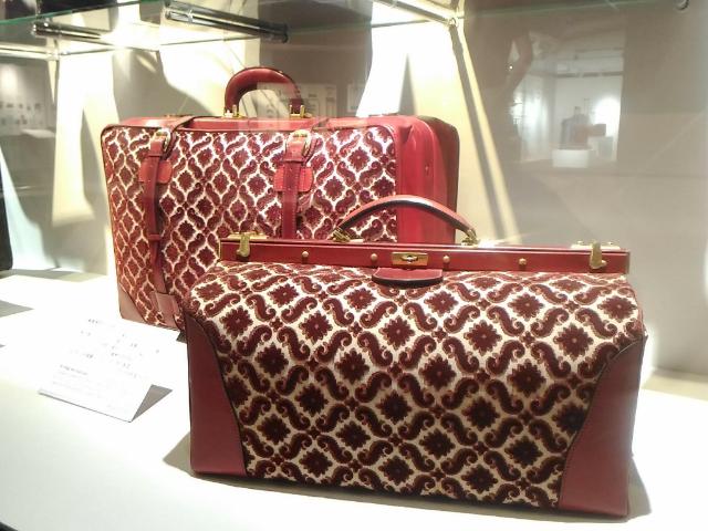 世界のカバン博物館赤いジャカード織り