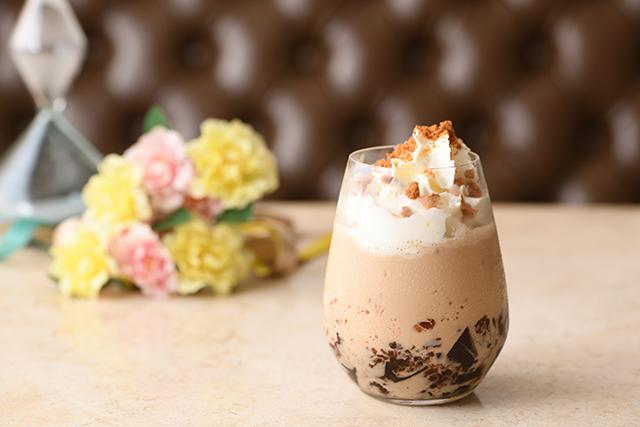 アニヴェルセルカフェ表参道「Coffee Frozen Caramel (コーヒー フローズン キャラメル)」