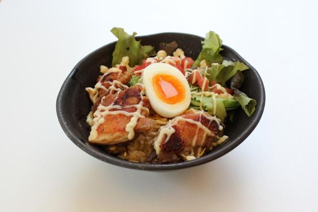 【阿賀野川SA(下り線)】~ロコモコ風~越の鶏炙りチャーハン丼