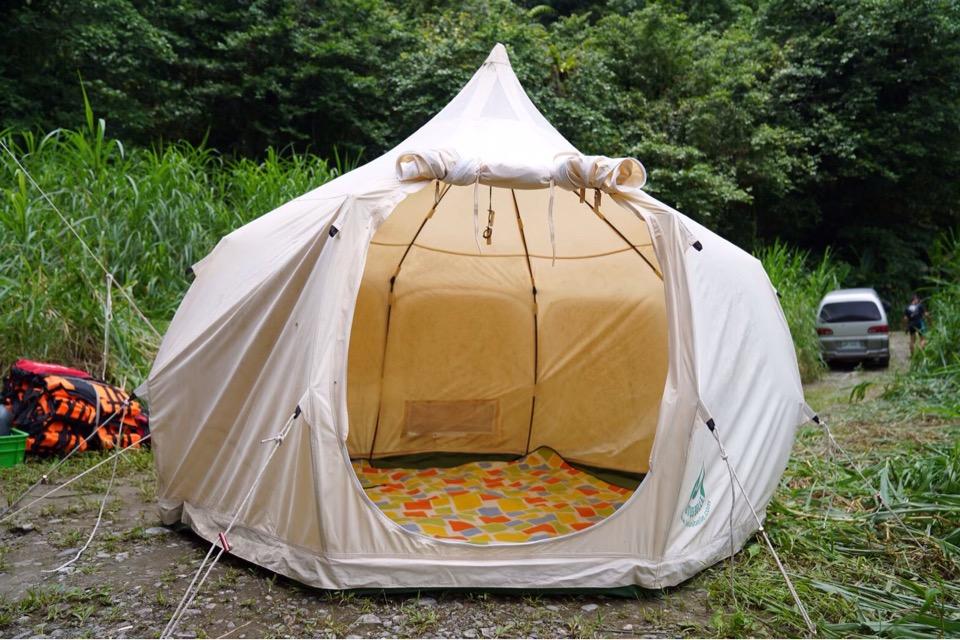 白い可愛いテント
