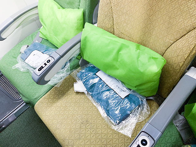席にはクッションや毛布も。