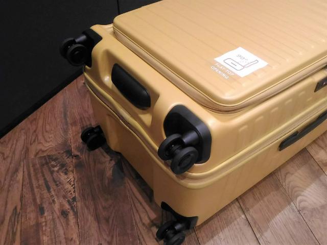 スーツケースのトレンド開き方3