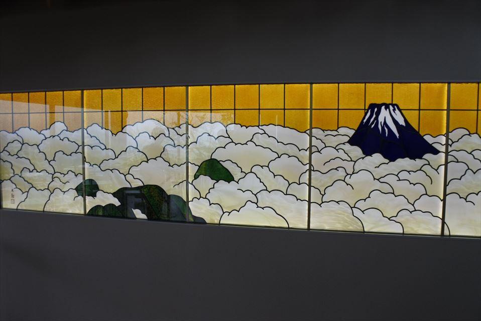 横山大観モチーフのステンドグラス