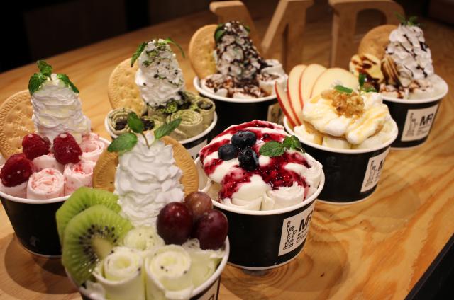 マンハッタンロールアイスクリームフレッシュトッピング
