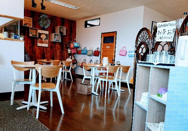 海の見えるカフェひかり店内