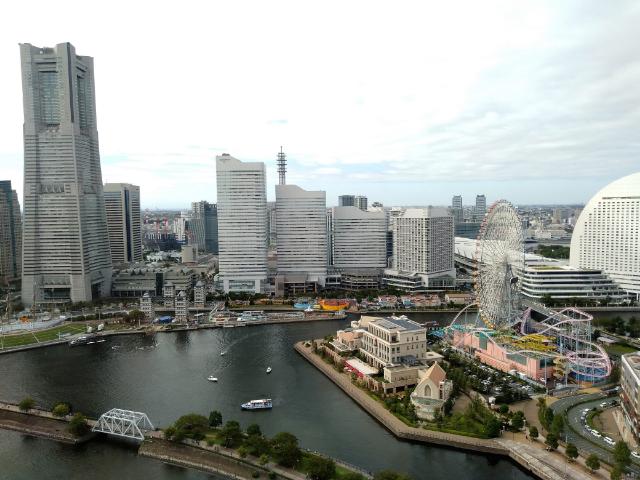 アパホテル&リゾート横浜ベイタワー昼景