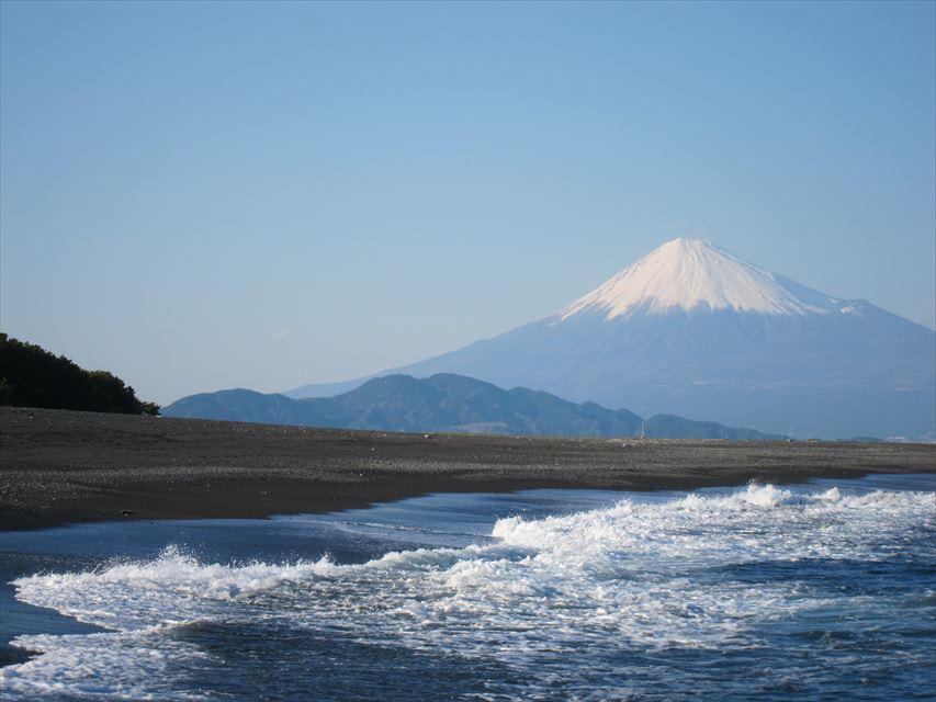 松林と海、富士山による三保松原の美しい景色。みほしるべでお土産もチェック【静岡県】