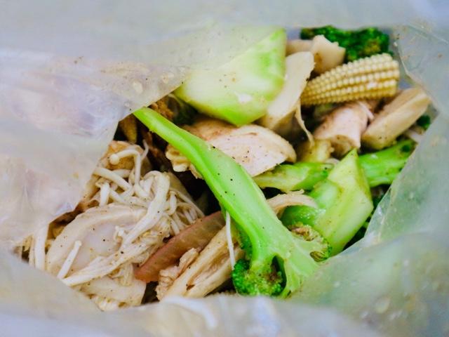 鶏肉や野菜がたっぷり