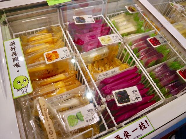 台湾ならではのフルーツアイスキャンディーがずらり