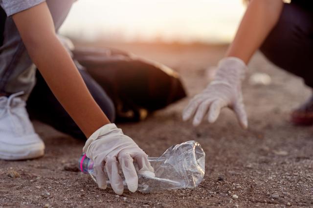日本は本当に意識が低い?プラスチックの環境対策、世界と日本の対応とは