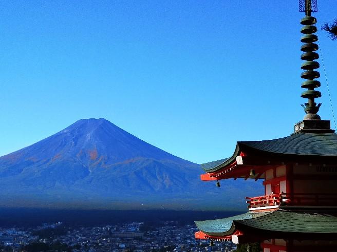 新倉山浅間公園・忠霊塔と富士山