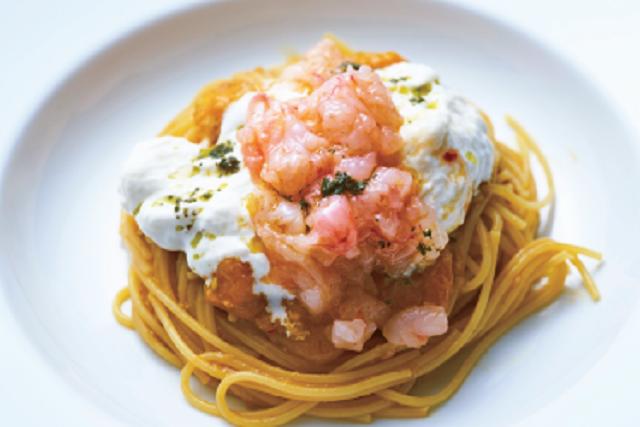 〈パスタマードレ〉北海道産甘エビととろ~りブ ラータチーズをのせたイエロートマトソース特製生パスタ