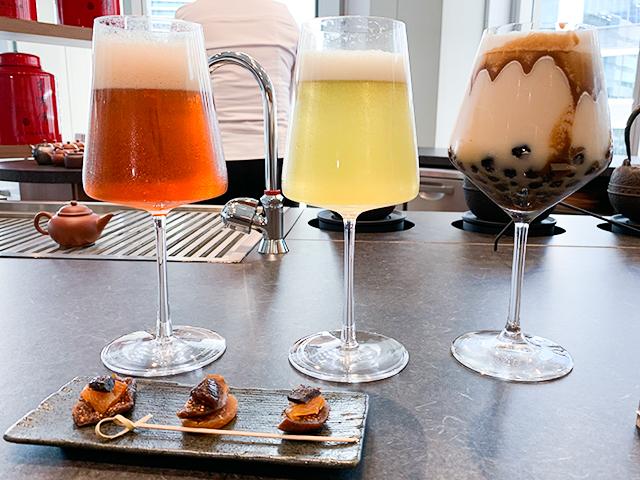 おしゃれなグラスに入ったアイスの台湾茶