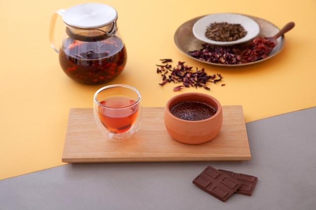 ハイビスカスブレンドほうじ茶&クレームブリュレショコラベリーのコンフィチュール