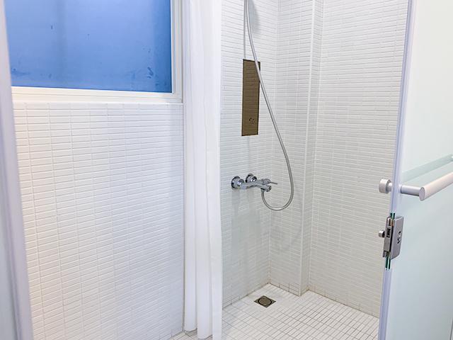 シャワーはこちら