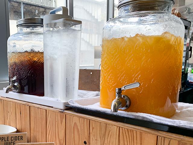 オレンジジュースやアップルサイダージュースも