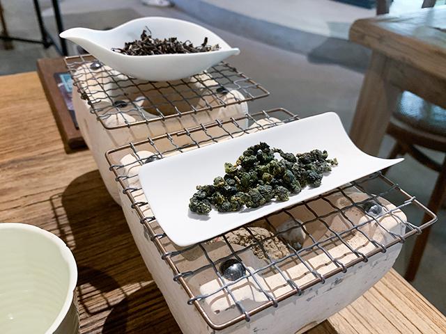 七輪で茶葉を焙るのがお店のこだわり
