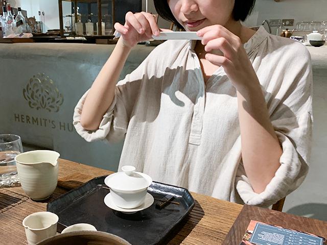 お茶の淹れ方を丁寧に教えてくれます