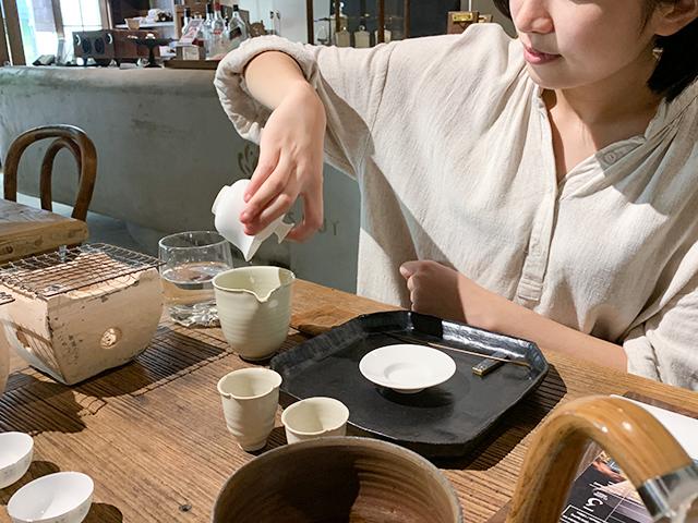 茶器の使い方も教えてくれます