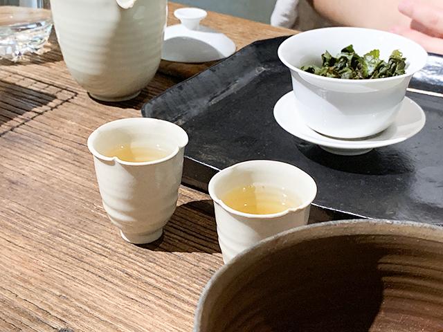 淹れていただいたお茶をいただきます