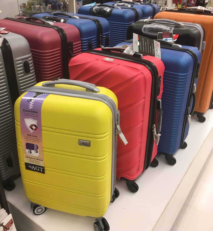 ニューヨーク スーツケース売り場1
