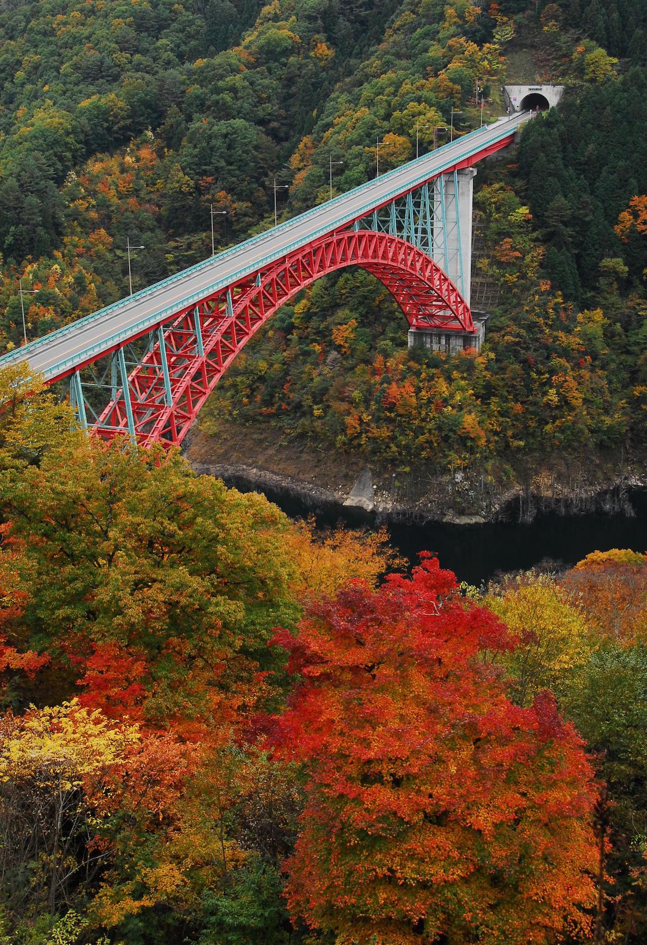 安芸太田・温井ダム滝山峡大橋