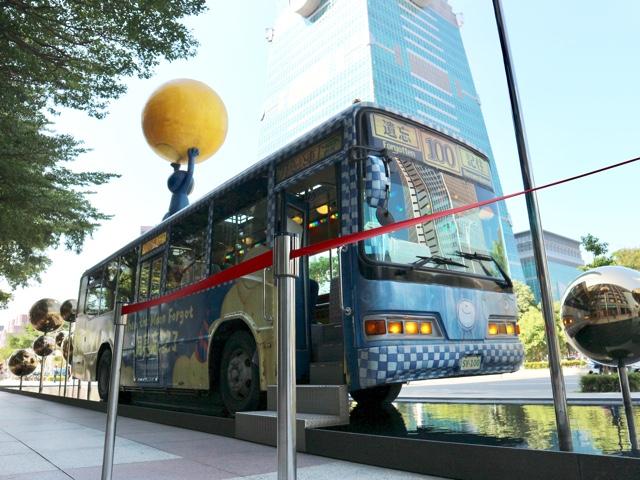 幾米月亮公車(ジミームーンバス)と台北101