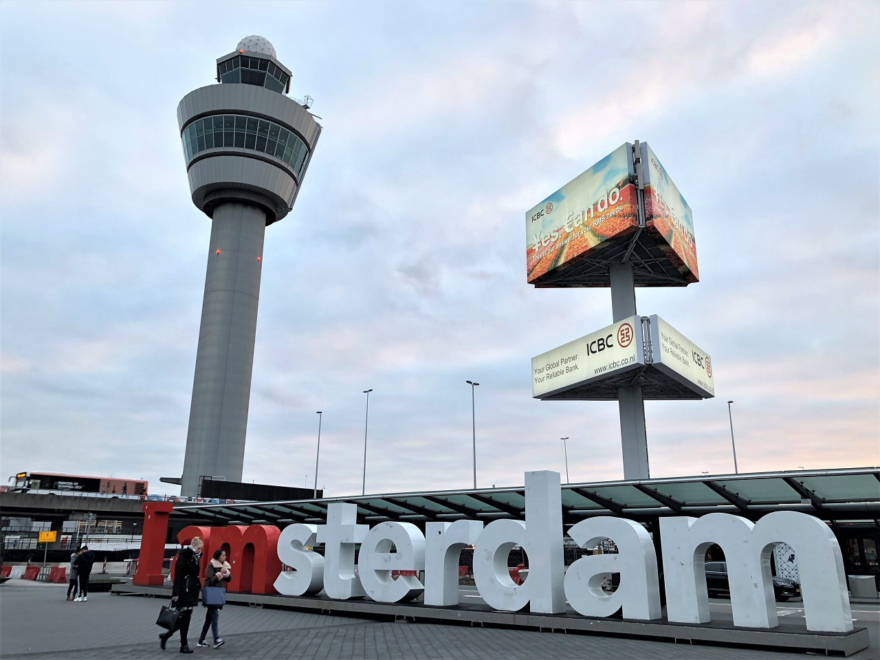 アムステルダム空港到着は夕方
