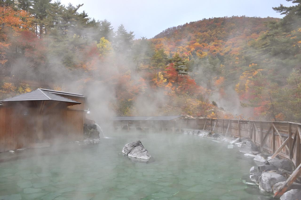 西の河原露天風呂(秋)