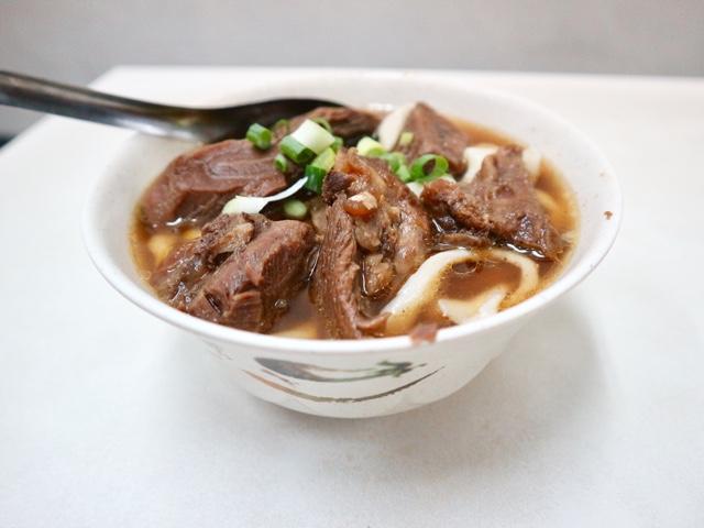 牛肉麺の小