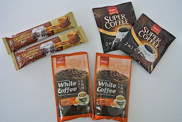 濃厚かつ甘い「ホワイトコーヒー」と、砂糖入りコーヒー「コピ・オ」