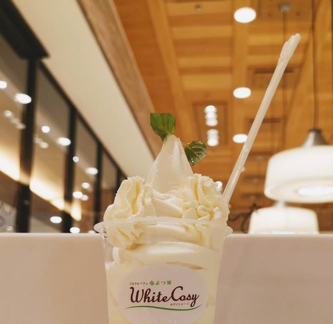 ホワイトコージ東京スカイツリータウンソラマチ店 よつ葉の白いパフェ