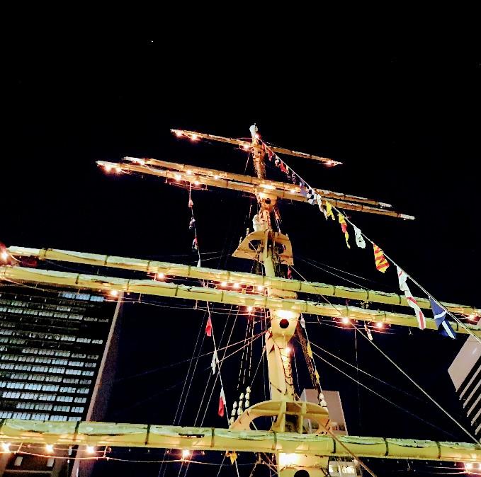 竹芝客船ターミナル 1階中央広場の帆
