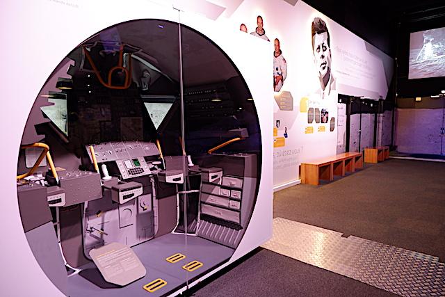 アポロ11号、操縦室の実物大モデル