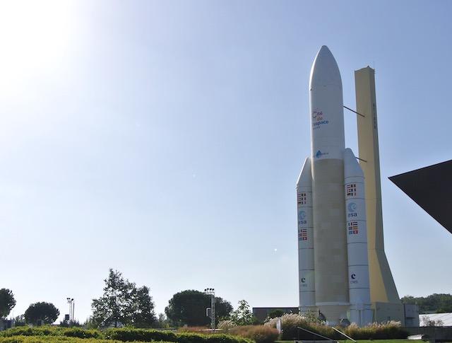 アリアン5ロケットの実物大モデルが目印