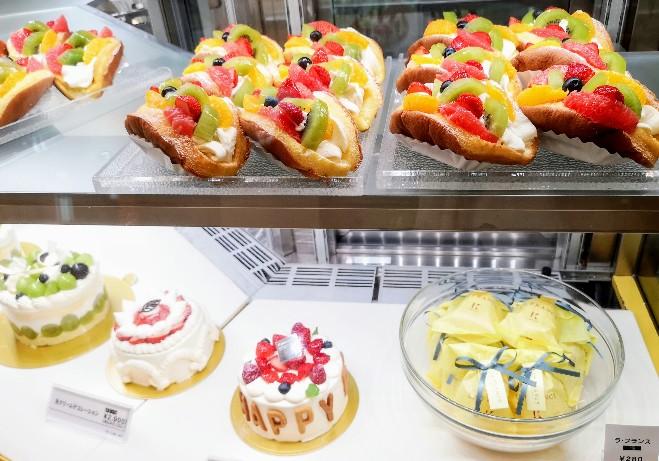 きのとや大通公園店ショーケースケーキ
