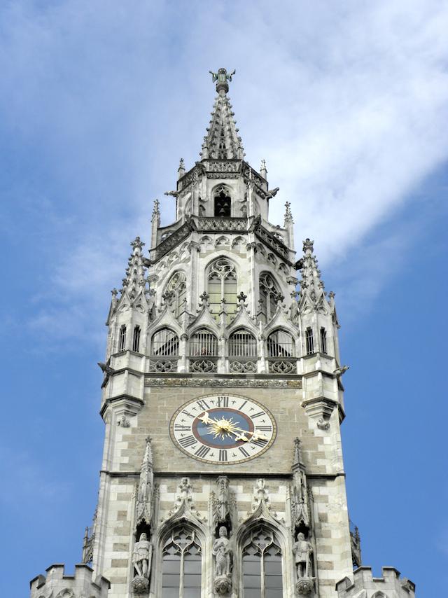 新市庁舎の時計塔