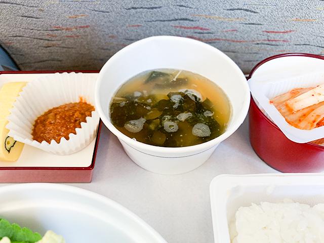 味噌チゲ、キムチ、卵焼き、サムジャン