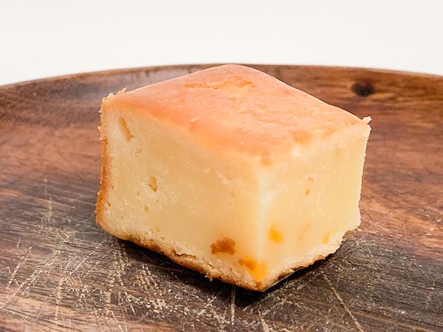 どっしり存在感「チーズゴロゴロケーキ」