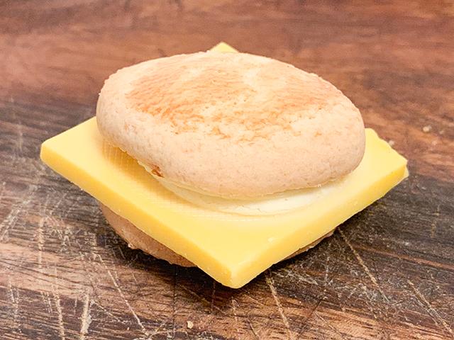 見た目はハンバーガー「チーズチョコレートバーガー」