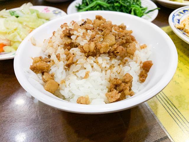 美味しい魯肉飯なら地元の人が集う「丸林魯肉飯(ワンリンルーロウファン)」