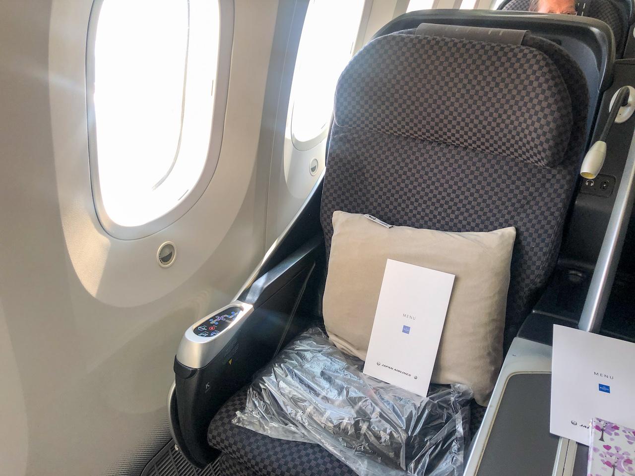 JAL飛行機機内1