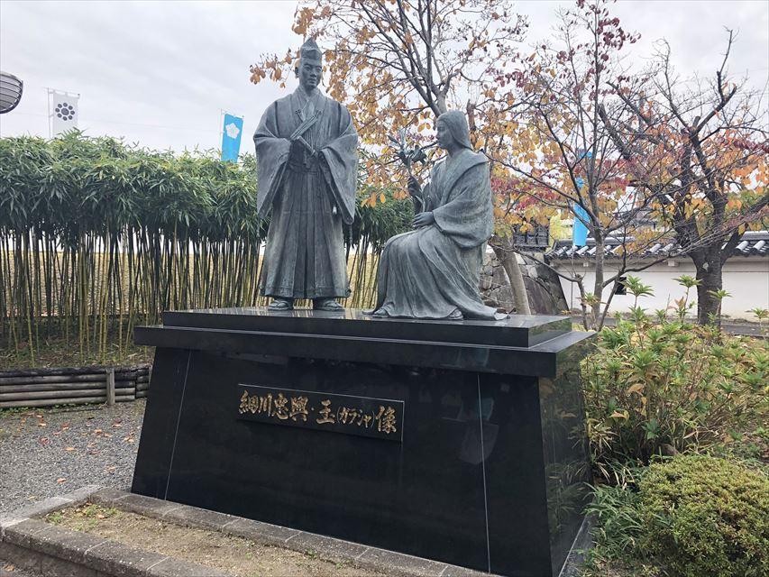 細川忠興・玉(ガラシャ)像