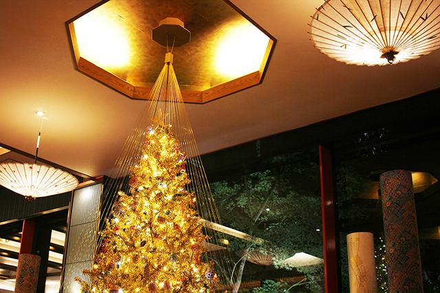 山中温泉にある「吉祥やまなか」にある「金色のクリスマスツリー」が美しすぎる