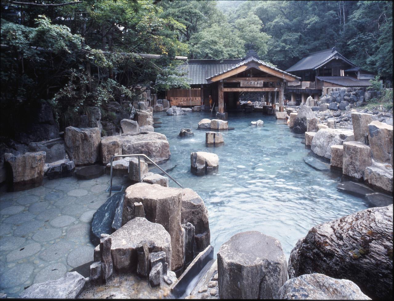宝川温泉 混浴露天風呂  摩訶の湯(まか)