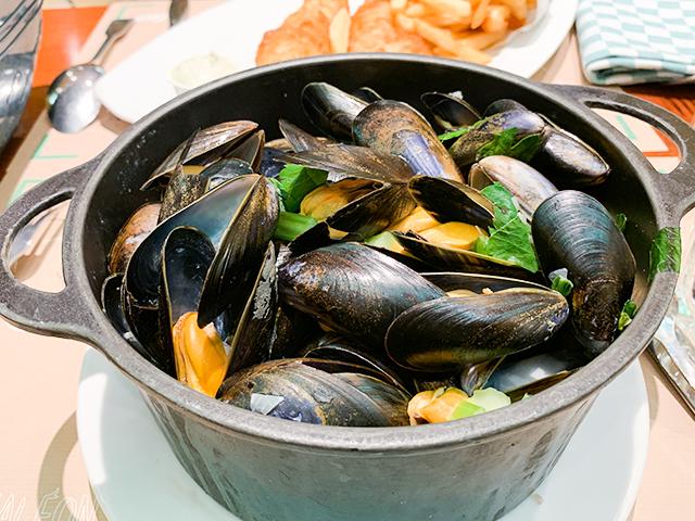 凱旋門近くで絶品ムール貝のバケツ蒸し「Leon de Bruxelles (レオン・ド・ブリュッセル)」【フランス・パリ】