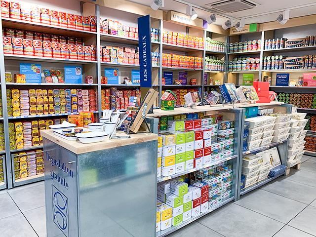 パリの路面店。天井まで缶詰!